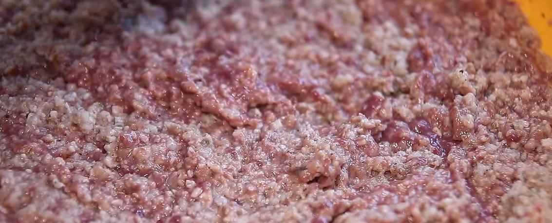 Wat zijn de ingrediënten van leverworst?
